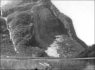 Dei gigantiske rasa frå Ramnefjell har forårsaka to store katastrofer i Loen.
