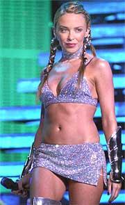 Kylie Minogue under åpningen av hennes britiske turne i Cardiff International Arena, Wales (foto: Scanpix, AP Photo / Barry Batchelor, PA).