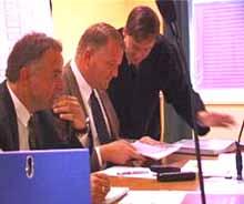 Jon Borgen og Kjetil Omholt (midten) har hatt utspørring av Gamal Hosein i dag.