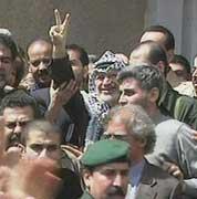 Yasir Arafat ble sluppet fri fra beleiringen i Ramallah i går.