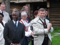 Kjell Magne Bondevik og Sør-Afrikas president Mbeke på Romsdalsmuseet