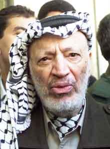 Yasir Arafat møter krav om politisk reform. (Foto: Scanpix/AP/Lefteris Pitarakis)