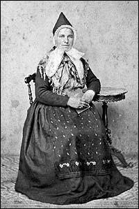 Olina Hestad (1842-1889) frå Gaular tente som amme i Bergen i 10 år hjå fru Selmer. (Foto © Fylkesarkivet)