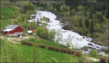 Vallestadfossen. (Foto: Arild Nybø, NRK)