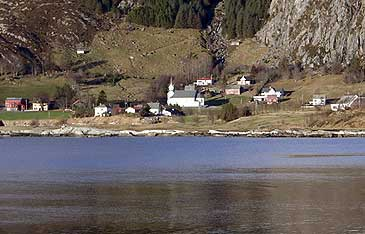 Bremanger kyrkje ligg på Hauge. (Foto: Steinar Lote)
