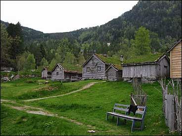 På Sunnfjord museum er det samla 39 gamle bygningar. (Foto: NRK)