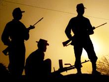 Indiske soldater overvåker grensen til Pakistan nær Amritsar. (Foto: Scanpix/Reuters/Arko Datta)