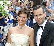 Brudeparet på vei inn i Olavshallen.