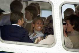 Fredag formiddag var det båttur til Munkholmen for gjestene. En smilende prinsesse Madeleine sammen med sin bror, prins Carl Philip (tv) i det båten legger fra kai.( Foto: Jarl Fr. Erichsen / SCANPIX)