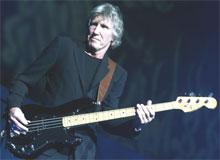"""Selv om Roger Waters framførte trilogien """"Dark Side""""- """"Breathe"""", """"Time"""" og """"Money"""" med klinisk presisjon og snert, ble de også litt vel sterile for at den suggestive kraften skulle omvandles til magisk energi (foto: Morten Holm / SCANPIX)."""