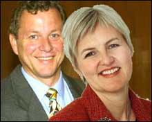 Kringkastingssjef John G. Bernander og kulturminister Valgerd Svarstad Haugland. (Arkivfoto)