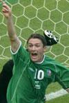 Robbie Keane jubler etter å ha scoret for Irland under VM.