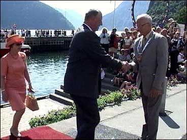 Oddbjørn Einan fekk æra av å ta i mot kongen og dronninga.