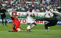 Marc Wilmots scorer mot Tunisia under fjorårets VM. (Foto: Allsport)