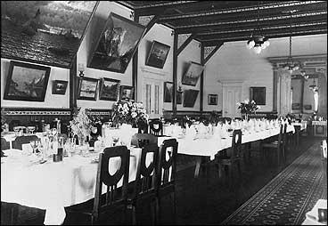 Spisesalen på Kvikne's i 1920. (Foto © Fylkesarkivet)
