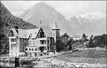 Hotell Balestrand tidleg på 1900-talet. (Foto © Fylkesarkivet)