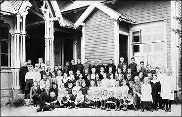 Sagatun skule tidleg på 1900-talet. (Foto © Fylkesarkivet)