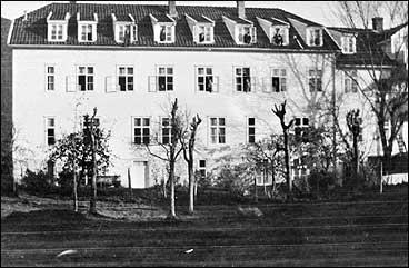 Middelskulen i Balestrand i det tidlegare pensjonatet. (Foto © Fylkesarkivet)