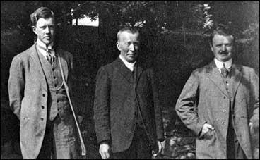 Frå venstre: Sigurd Kvikne sr., Ole Kvikne og Theodor Kvikne. (Foto © Fylkesarkivet)