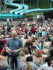 Folk koser seg i Frognerbadet. Foto: Arne K. Gansmo