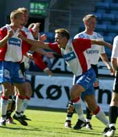 Ole Bjørn Sundgot jubler etter a ha scoret for Lyn under kampen mot Odd Grenland på Ullevål stadion i Oslo søndag. Foto: Morten Holm / SCANPIX