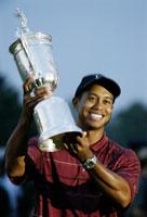 Tiger Woods kan legge nok en pokal til premiesamlingen etter seieren i US Open. (Foto: Jeff Christensen /Reuters)