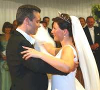 Nå er bryllupsvals og bryllupsreise over for Ari og Märtha (Foto: NRK).