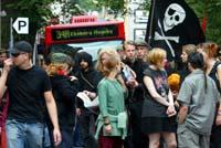 Det gikk fredelig for seg under lørdagens demonstrasjon. (Foto: Lise Åserud, Scanpix)