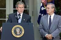 Høyresiden seiret da Bush holdt sin Midøsten-tale i går. Ved hans side forsvarsminister Donald Rumsfeld (Reuters)