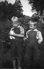 Lars-Helge (v) og Kjell Ole, 1948