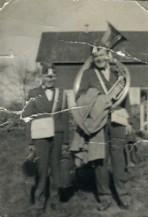 Erik (til venstre) på korpstur