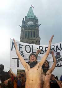 Kjølig mottakelse for G8-toppene i Ottawa. (Foto: Reuters/Scanpix)