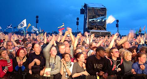 Red Hot Chili Peppers' publikum (før det begynte å regne) (foto: Jørn Gjersøe).