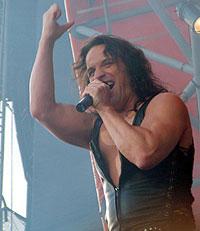 Vokalist Eric Adams (foto: Jørn Gjersøe).