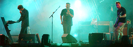 New Order på Roskildes Orange scene lørdag kveld (foto: Richard Sagen).