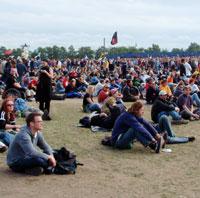 Publikum, over 70.000 i tallet, har oppført seg pent (foto: Jørn Gjersøe).