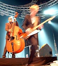 Kaizers Orchestra på Roskilde 2002. Foto: Jørn Gjersøe.