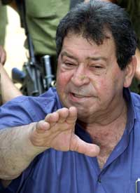 - Planen står ved lag, sier Israels forsvarsminister Binyamin Ben-Eliezer. (Reuters-Scanpix)