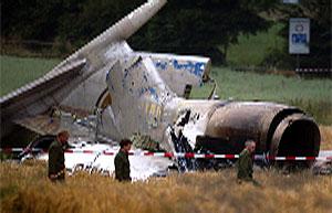 De to flyene kolliderte i 12 000 meters høyde over Sør-Tyskland. Det var ingen overlevende etter ulykken. (Foto: Andreas Meier, Reuters-Scanpix)