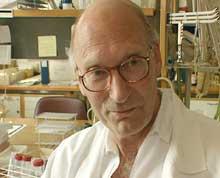 Professor Per Brantzæg er en av nordmennene tilknyttet UiOs immunologiske prosjekt i Russland. (Foto:NRK)