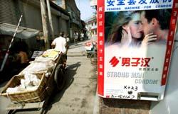 Kondom - fortsatt sikrest for å unngå aids. Her en automat i Kina. (Foto: Guang Niu, Reuters)