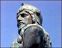På Vangsnes står ei 14 meter høg statue av vikinghelten Fridtjof, gjeven av keisar Wilhelm II. (Foto: Ole Fretheim, NRK)