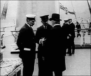 Keisar Wilhelm II (t.v.) ombord i