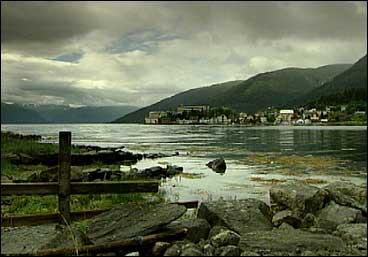 Balholm og Esefjorden. (Foto: Torje Bjellaas, NRK)