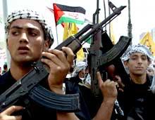 VÆPNET: Al Aqsa-martyrenes brigader har gjennomført flere aksjoner mot sivile israelere. Her demonstrerer de i Gaza denne måneden (Foto: Ahmed Jadallah/Reuters).