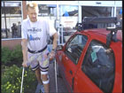 Øystein Hugvik med sin trygdebil.
