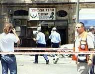 Bomben gikk av ved denne kiosken (foto: Reuters)