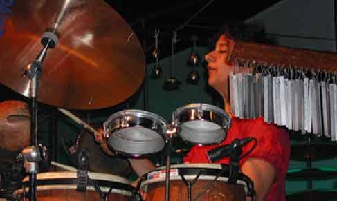 Danske Marilyn Mazur, eit fyrverkeri på perkusjon