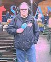 Reiseradioens Rune Alstedt foran scenen på Skansen.