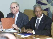 Leder for FNs våpeninspektører, Hans Blix, sammen med FNs generalsekretær Kofi Annan. (Foto: Reuters-Scanpix)